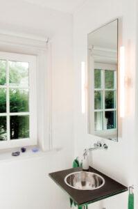 Infrarotheizung mit Spiegeloberfläche im Bad